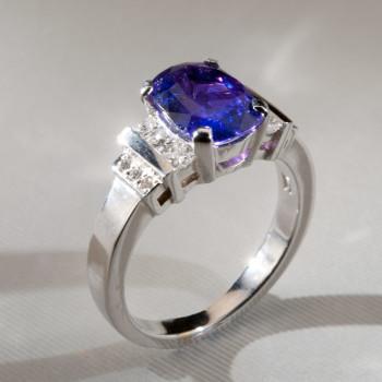 18ct W/G Blue Sapphire & Diamond Art Deco Style Ring
