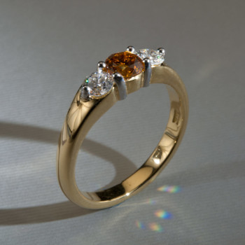 18ct Y/G Fancy Orange & Brilliant Cut Diamond 3/St Ring