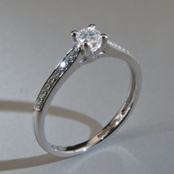18ct W/G Brilliant Cut Diamond Ring