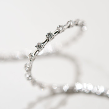 18ct W/G Brilliant Cut Diamond Line Bracelet