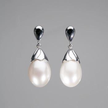 18ct W/G Pearl Drop Earrings