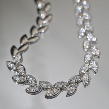 18ct W/G Diamond Laurel Linked Necklace