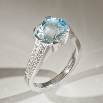 18ct W/G Aquamarine & Diamond Wave Ring